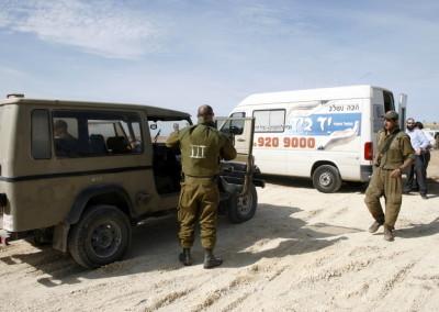 """מתנדבי עמותת """"יד-ביד"""" מעודדים את החיילים"""